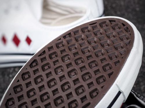 feature_180710_sneaker_pic04.jpg